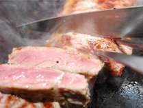 バイキング・焼きたてステーキはお好みの焼き加減をお申しつけ下さい。