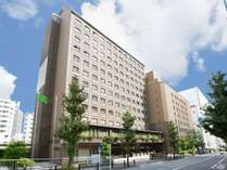【ホテル外観】14階建ての建物は駅からも近くアクセス抜群!