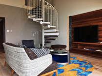 最上階オーシャンスイート(和洋室メゾネット) 2階:寝室、1階がリビング(3名以上で1階に和布団を設置)