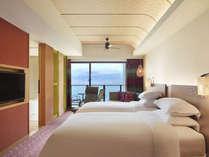 サウスタワー「オーシャンツイン」セミダブルベッド(ベッド幅120cm)のベッドを2台設置したお部屋。