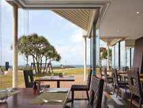 【センス】海を観ながら食事が楽しめるお席やキッズスペースを備えたお席をご用意