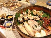 国崎かまどプラン。なるべく地元の食材を使用。自家製干物やお餅、大女将 特製の漬物も好評♪