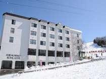 白樺湖の高台に建つ ロイヤルホテル