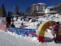 チビッ子に大人気!ゲレンデ入口の雪遊び広場