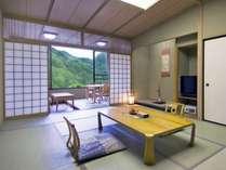 和室はすべて渓谷を望む南向きのお部屋。12畳でゆったり