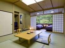 和洋室12畳+ツインベッドルームの南向き