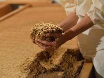 『エステ&スパ 日光美人』酵素風呂。ヒノキのふかふかパウダーで温浴を♪