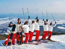 グループで猪苗代湖を見下ろし記念写真♪冬の猪苗代で学生時代の思い出づくり…