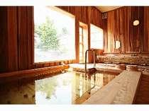 【大浴場・内湯】全て木造りのこだわり風呂!湯槽に手すりがあるので、ご年配の方にも安心です(^O^)