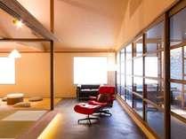 2014.5月に新しくオープンした、黒御影石のお風呂が付いたロックウォール和室「譲葉」yuzurihaです。