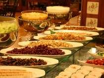 ご朝食はバイキング形式♪和洋折衷料理をご用意いたしております。