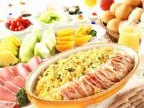 ご朝食はバイキング形式。和洋折衷料理をご用意いたしております。