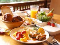 1階ビュッフェレストラン『エズ』にて朝食はお好きなだけお召し上がりいただけます