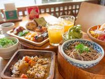 大好評の朝食ビュッフェでは、新鮮な地元・高知のお野菜をたっぷり盛り込んでいます。
