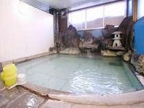 草津温泉の天然温泉100%湯畑源泉、掛け流しの内湯「男湯」