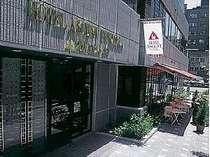 福岡の中心、天神に位置する便利な立地