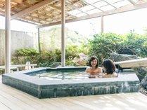 輪島港を望む露天風呂。