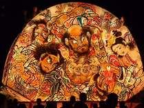 【弘前ねぷた】扇形の山車と美しい絵柄が特徴。一年を通して「津軽藩ねぷた村」でも楽しめます