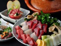 【冬の名物料理】大間マグロのねぎま鍋。脂ののったマグロと甘いねぎが絶妙のハーモニーを奏でます