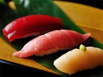 秋冬の特別会席は「大間の鮪尽くし会席」。お造り、メインのねぎま鍋、〆の握り寿司で。