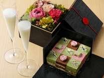 【記念日】プリザーブドフラワーとケーキがセットになった界オリジナルお祝い箱で華やかに!