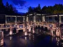 【春の期間限定】津軽四季の水庭に桜をかたどった金山焼のランプを設え、春らしい空間を演出