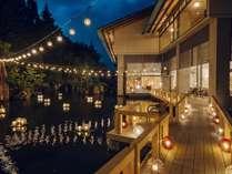 【津軽四季の水庭:夏】弘前ねぷた祭りをイメージしてオリジナルで作成した津軽びいどろのランプが彩る空間
