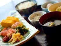 和洋30種類の朝食バイキング。たくさん食べて次の計画へ!