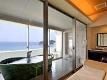 浴室一例 オーシャンビューと天然の温泉をお愉しみください。※浜水晶和室・洋室タイプ浴室一例