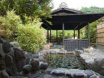 緑いっぱいの自然を眺めながら庭園露天風呂 ■男女交代制入浴
