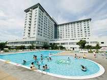 屋外プール 営業7月17日から8月29日まで宿泊者(通常価格)大人1000円 こども500円(フロントにて販売)
