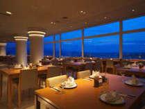 ●バイキングレストラン【レイクビュー】びわ湖と夕陽のコントラストをお愉しみください。