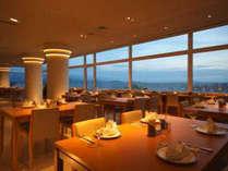 ●バイキングレストラン【レイクビュー】びわ湖とふれあえる空間
