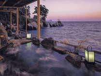 ■まさに海辺のかくれ湯といった響きが似合う温泉[波打ち際の露天風呂(女性専用)「海女」]