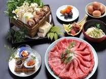 京風の味付けで召し上がって頂くボリュームたっぷりの黒毛和牛すき焼き。