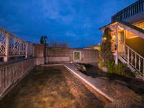 源泉100%かけ流しの別府温泉。「おんせん県」の魅力を開放感ある洋風露天風呂でお楽しみください