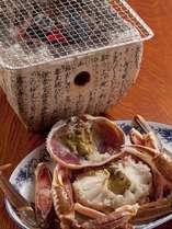 しちりんでじっくり焼き上げる焼きガニ・甲羅焼き/例