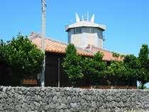 城跡(グスク):民宿 明星荘より徒歩30分程度 琉球北山王の三男が築城したと言われています。
