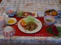 シブイ(冬瓜)・ソイブニ(ブタニク)・昆布の煮物。ヨロン島を代表する郷土料理