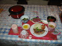 ヨロン島の郷土料理をお召し上がり頂けます。お刺身の器はシャコ貝の殻を利用して南の島らしさを演出♪