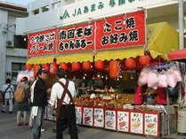 《ヨロンサンゴ祭り》の屋台♪ヨロン島の郷土料理なども販売してる南の島らしい屋台♪
