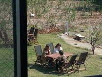 お部屋から見る眺め♪ガーデンテーブルやガーデンチェアーでゆっくりおしゃべりしたりお茶したり。