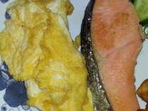 卵焼き、焼き魚などなど朝食の定番もご用意致しております。美味しくお召し上がり下さい♪