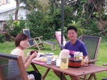 椰子の木のある南の島らしい広いお庭でゆったりお食事をどうぞ♪《朝ワイン》など如何?♪