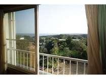 部屋から眺めるのどかな国崎の風景
