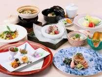 ワンランクアップ☆日本料理・グルメ会席□ワンドリンクサービス付≪夕朝食付≫