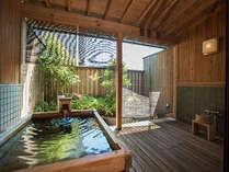 別館庭園露天風呂付客室!癒しの空間♪(檜風呂一例)