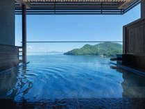 【しまなみの湯‐大浴場】青くどこまでも広がる海と一体化するような瞬間を。