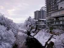 """【冬】雪景色の情緒に包まれる、""""静かな冬の湯贅"""" で、こころ癒されるひとときを。"""