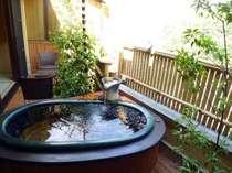 「鳳仙花の間」の客室露天風呂